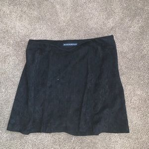 BRANDY MELVILLE VELVET SKIRT IN PERFECT CONDITION